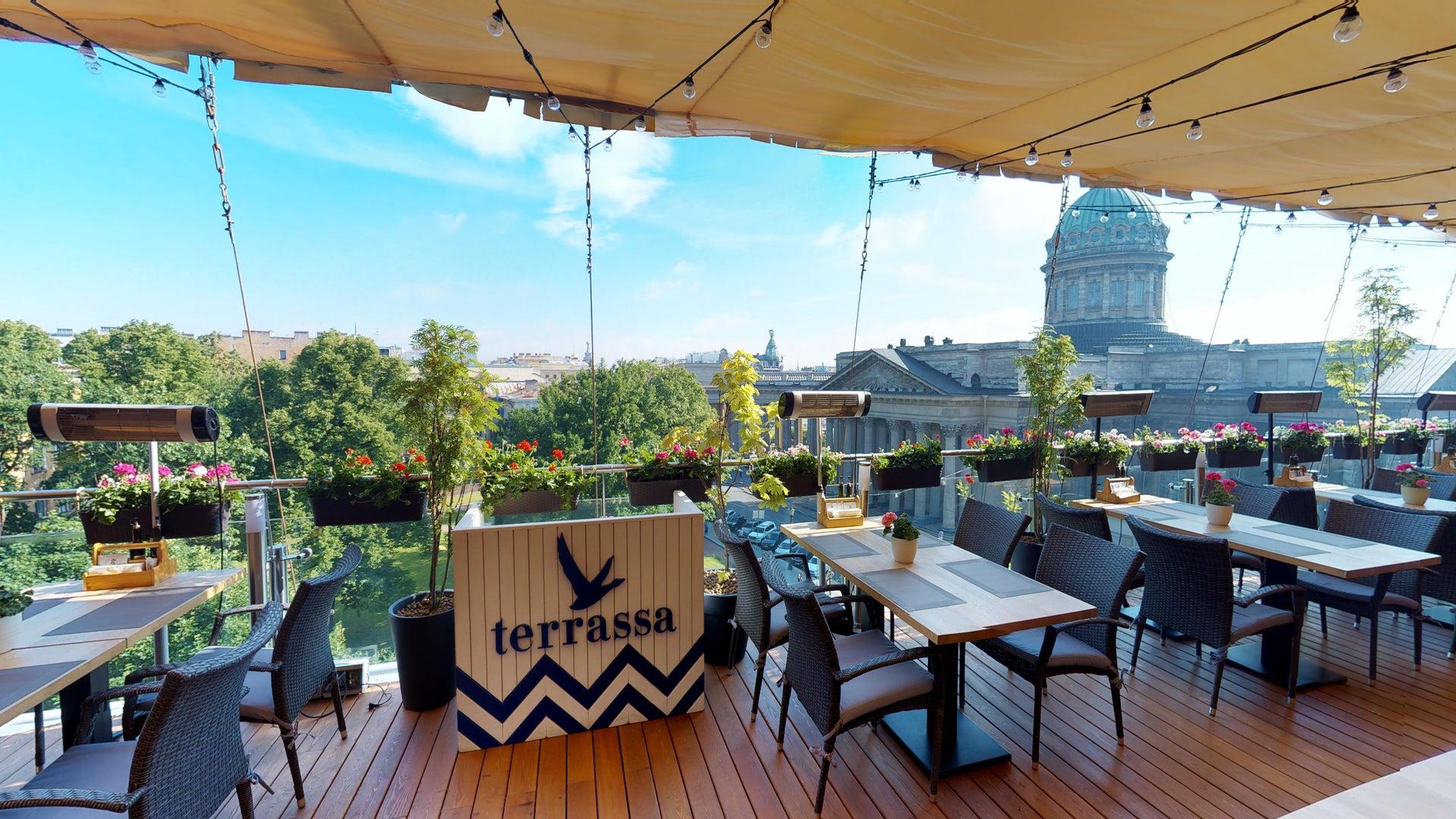 Почти лето: как жителям Твери выбрать самое удобное место на веранде в кафе