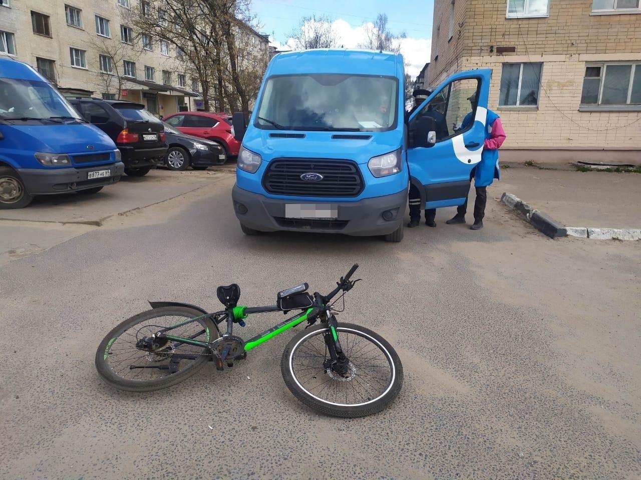 """11-летний велосипедист попал под колёса """"Форда"""" в Твери"""