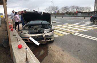 Две иномарки проверили тормоза на прочность в ДТП под Тверью