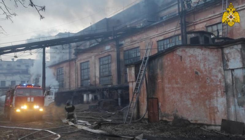 Ночью в Тверской области случился крупный пожар на деревообрабатывающем предприятии