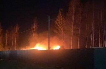Два вагончика сгорели дотла в строительном городке под Тверью