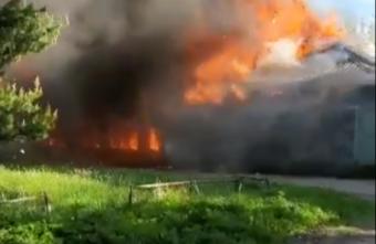 Опубликовано видео полыхающего огнём магазина в Тверской области