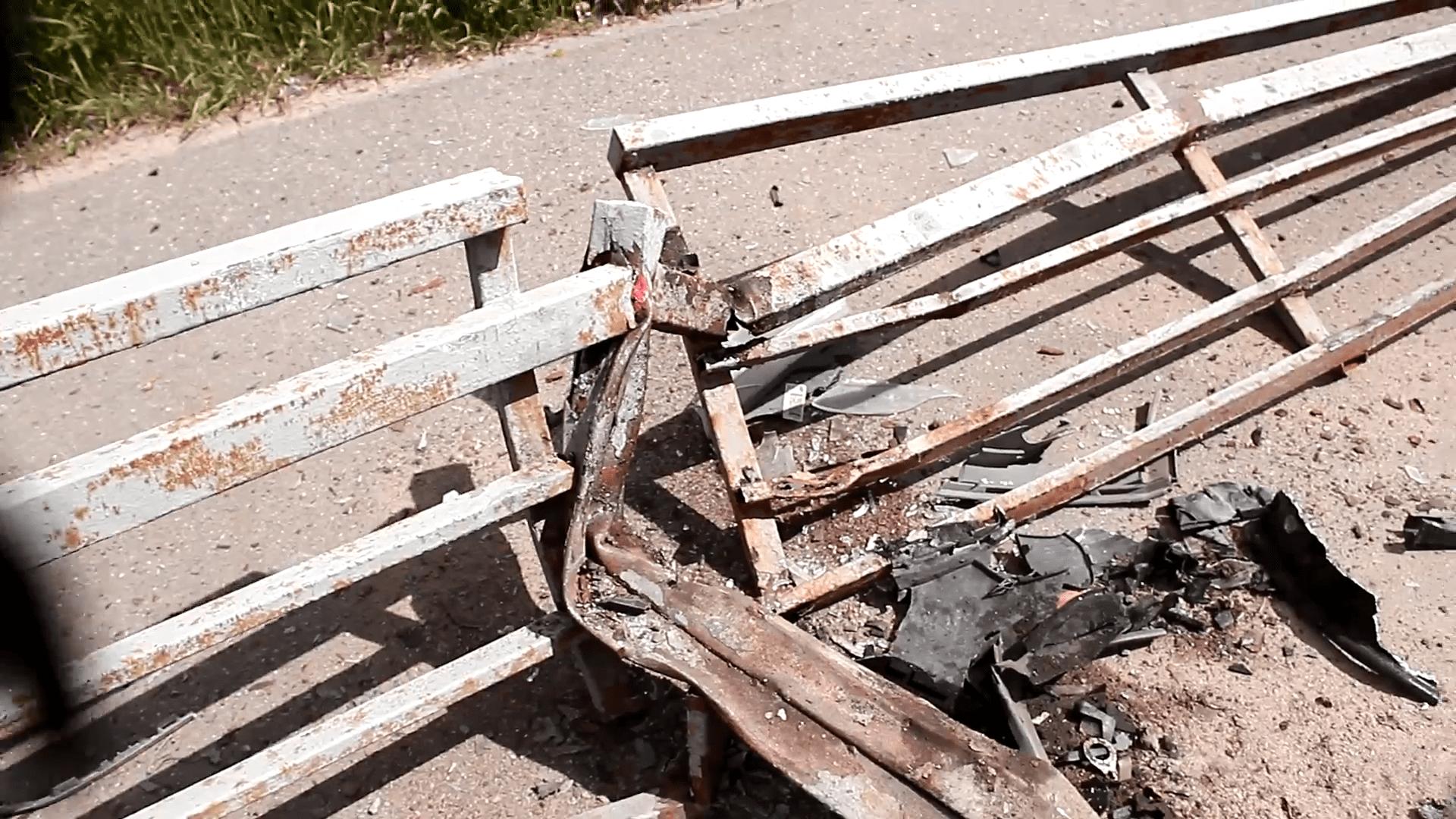 Пьяный водитель протаранил пешеходное ограждение в Твери