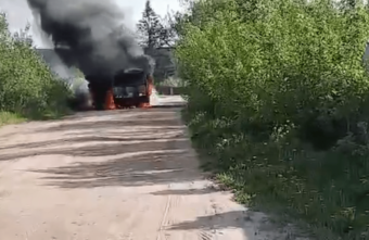 Появилось видео с полыхающим автобусом в Тверской области