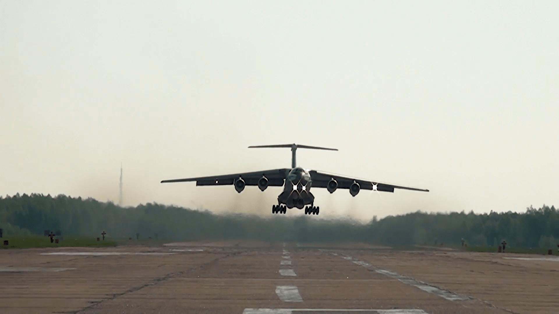 Курсанты Краснодарского училища лётчиков поднялись в небо над Тверской областью