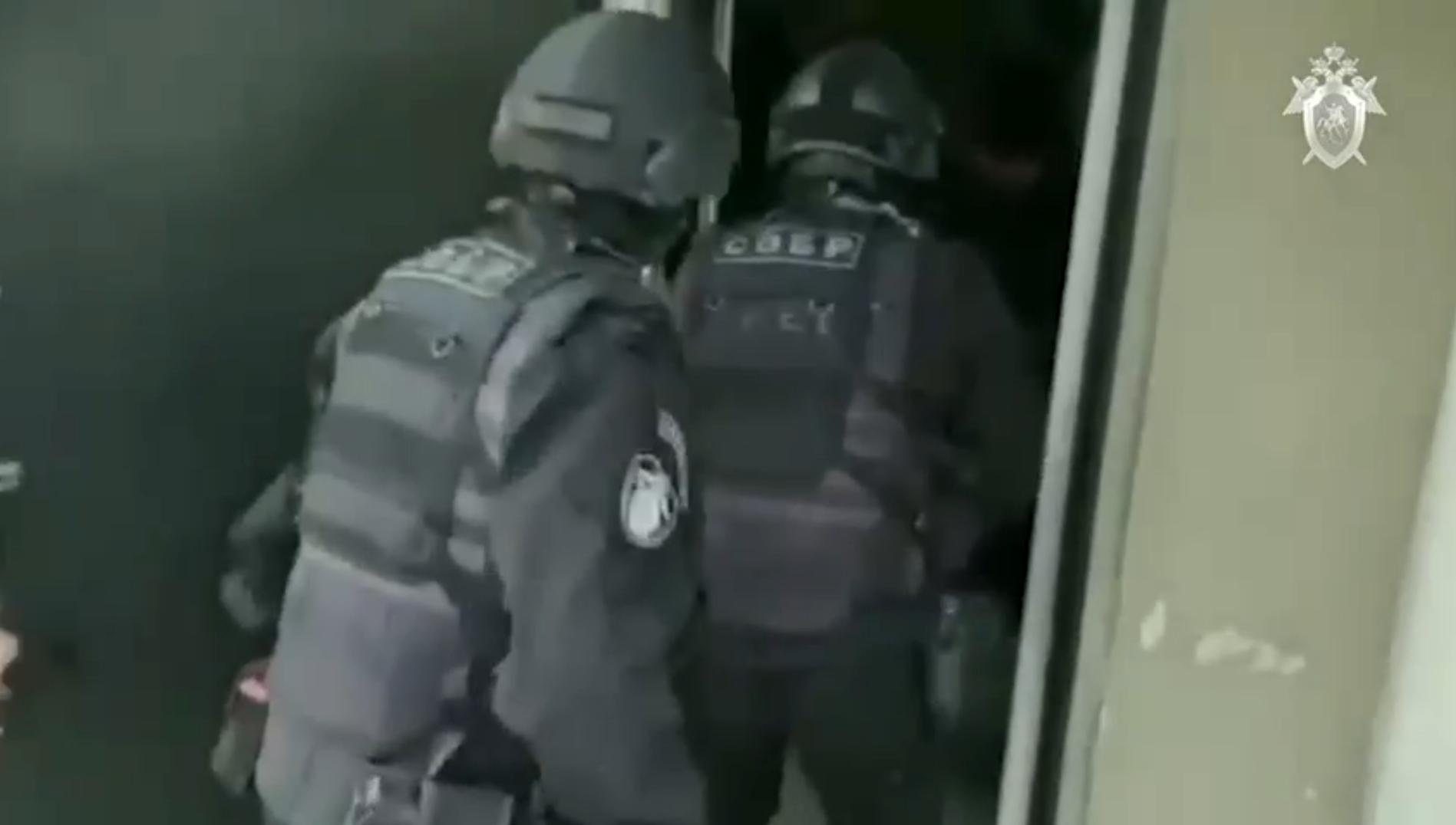 Силовики штурмовали квартиры вымогателей, грозившихся спалить кафе в Тверской области