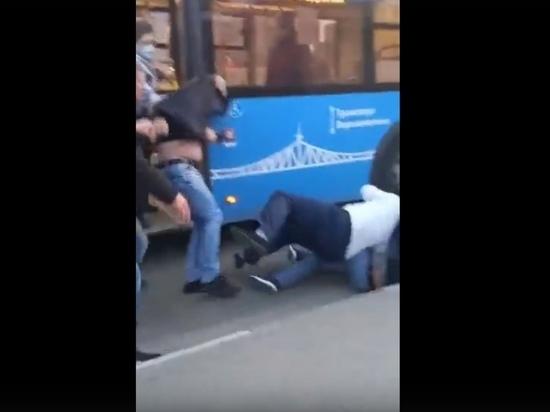 Тверской автобус стал полем боя пьяных пассажиров и водителя