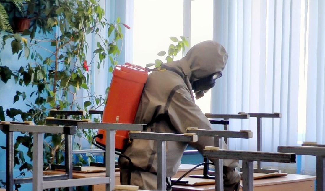 В Твери начали усиленную дезинфекцию школ спецрастворами