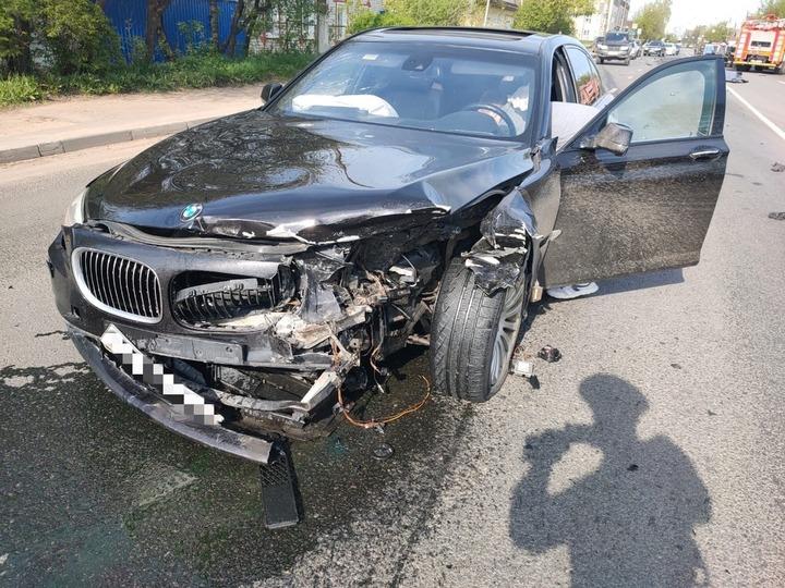 Отлетевший во время аварии аккумулятор в Твери разбил две машины