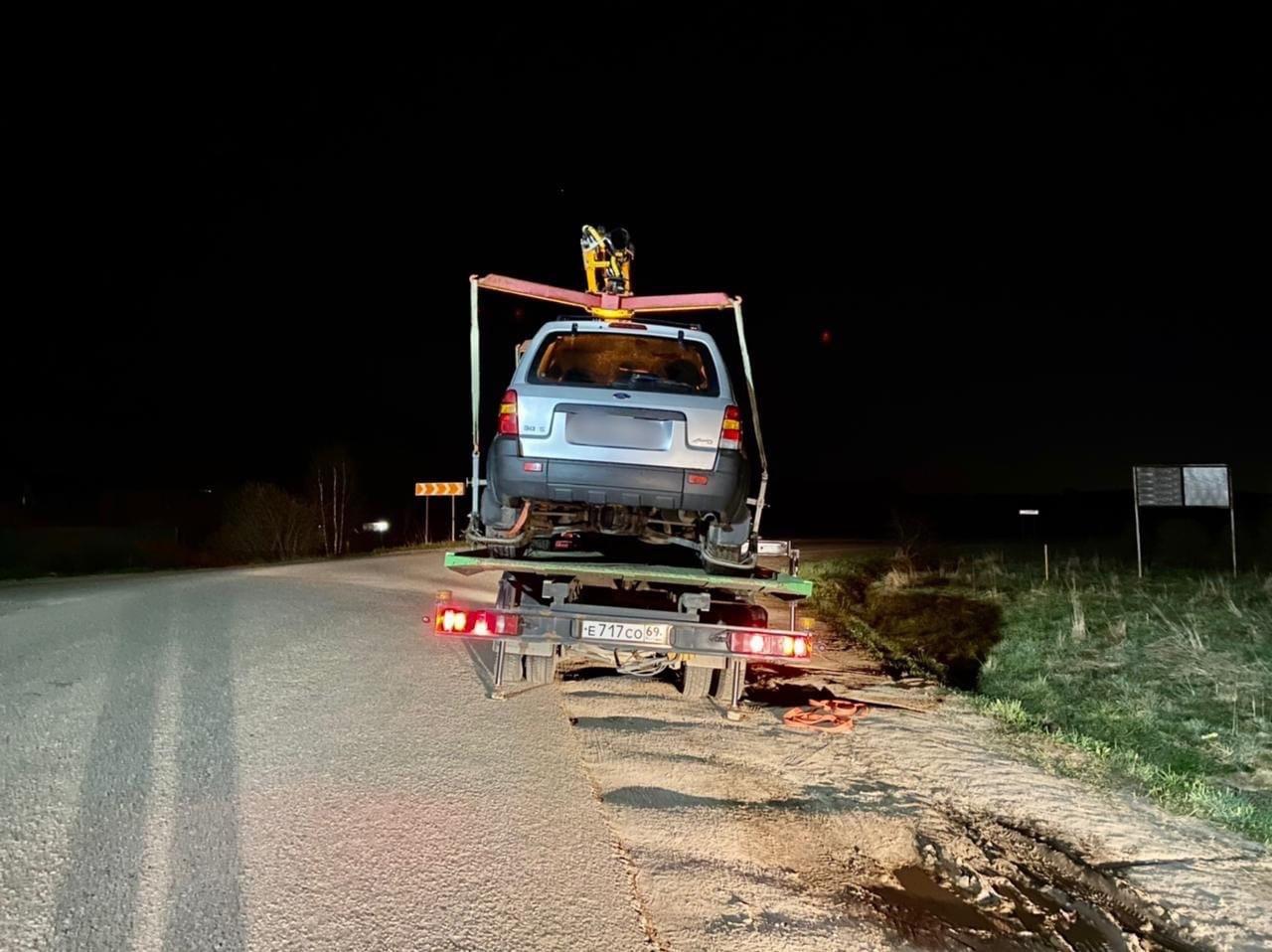 Жители пожаловались на пьяных неадекватных водителей под Тверью