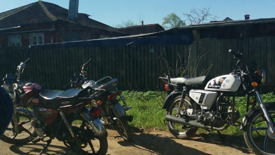 В Тверской области поймали школьников, разъезжающих на мотоциклах с разрешения родителей