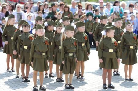 Война и мир: кому помешал детский парад в честь Дня Победы