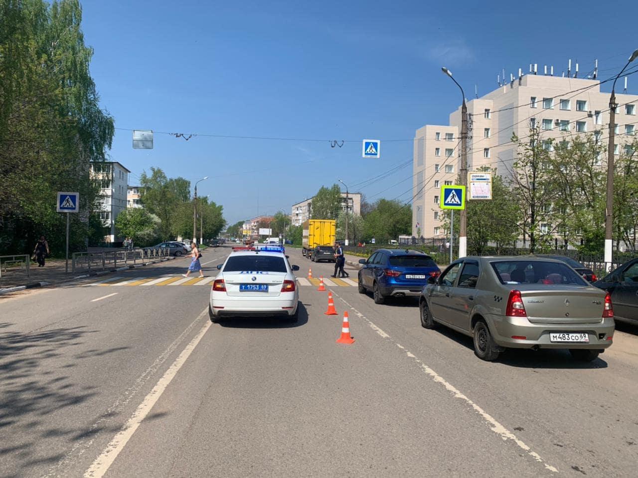 На пешеходном переходе в Твери сбили 16-летнюю девочку