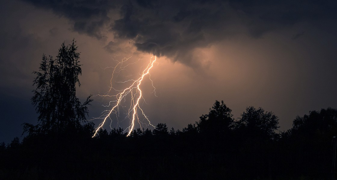 МЧС предупреждает: гроза, ливень и град ожидаются в Тверской области