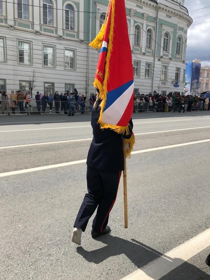 Маршировавшую школьницу, потерявшую ботинок во время парада Победы в Твери, поощрят