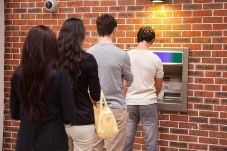 Жители Тверской области смогут снимать деньги в банкоматах с чужих карт