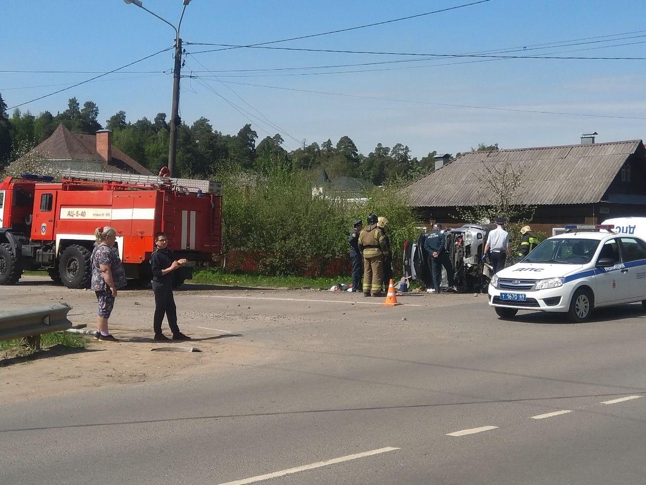В Тверской области внедорожник протаранил столб и перевернулся, водитель погиб
