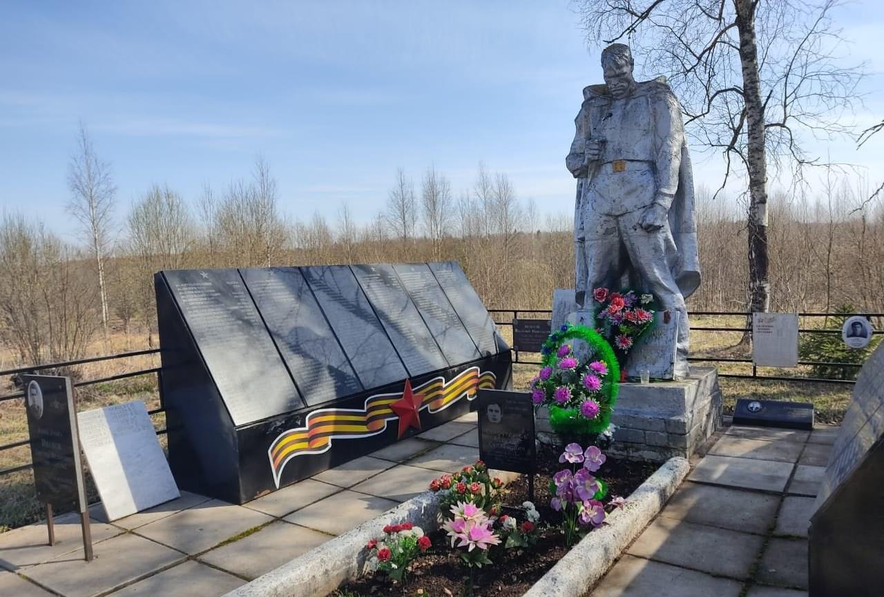 В Оленинском муниципальном округе навели порядок на братской могиле