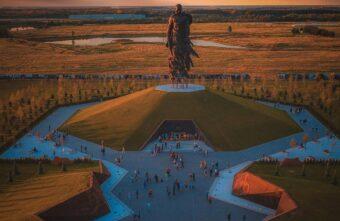 Празднование Дня Победы в Тверской области началось у ржевского мемориала
