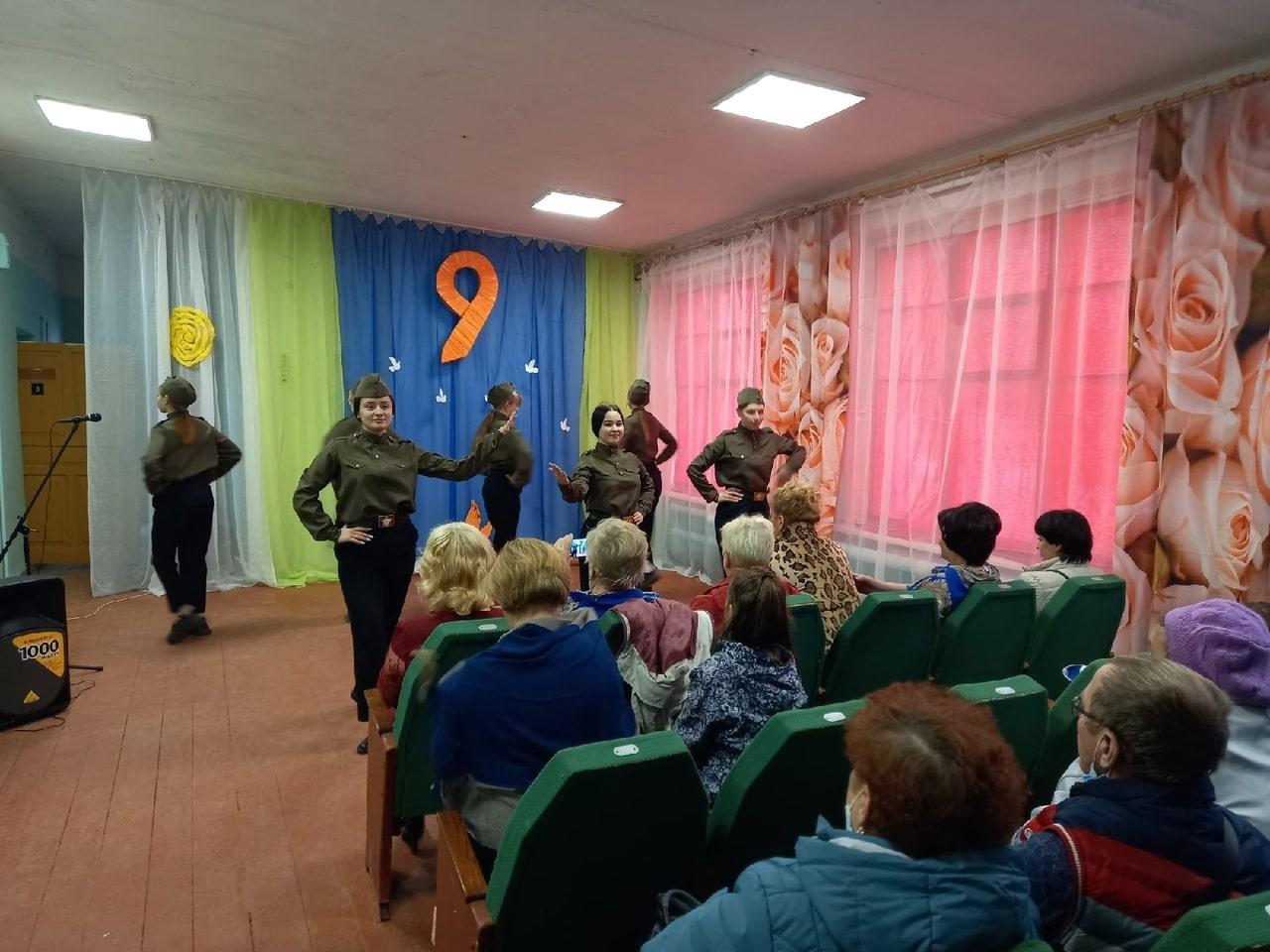 В Лихославльском округе пели и танцевали в честь 9 Мая