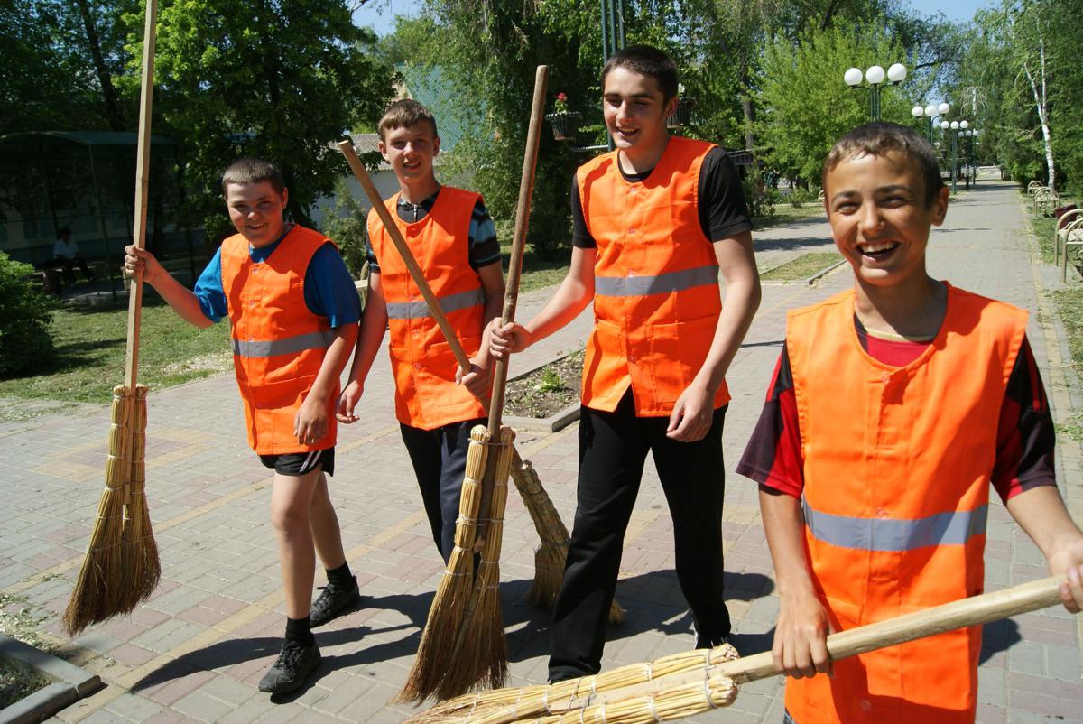Все деньги – детям: в Тверской области создано 5900 вакансий для школьников