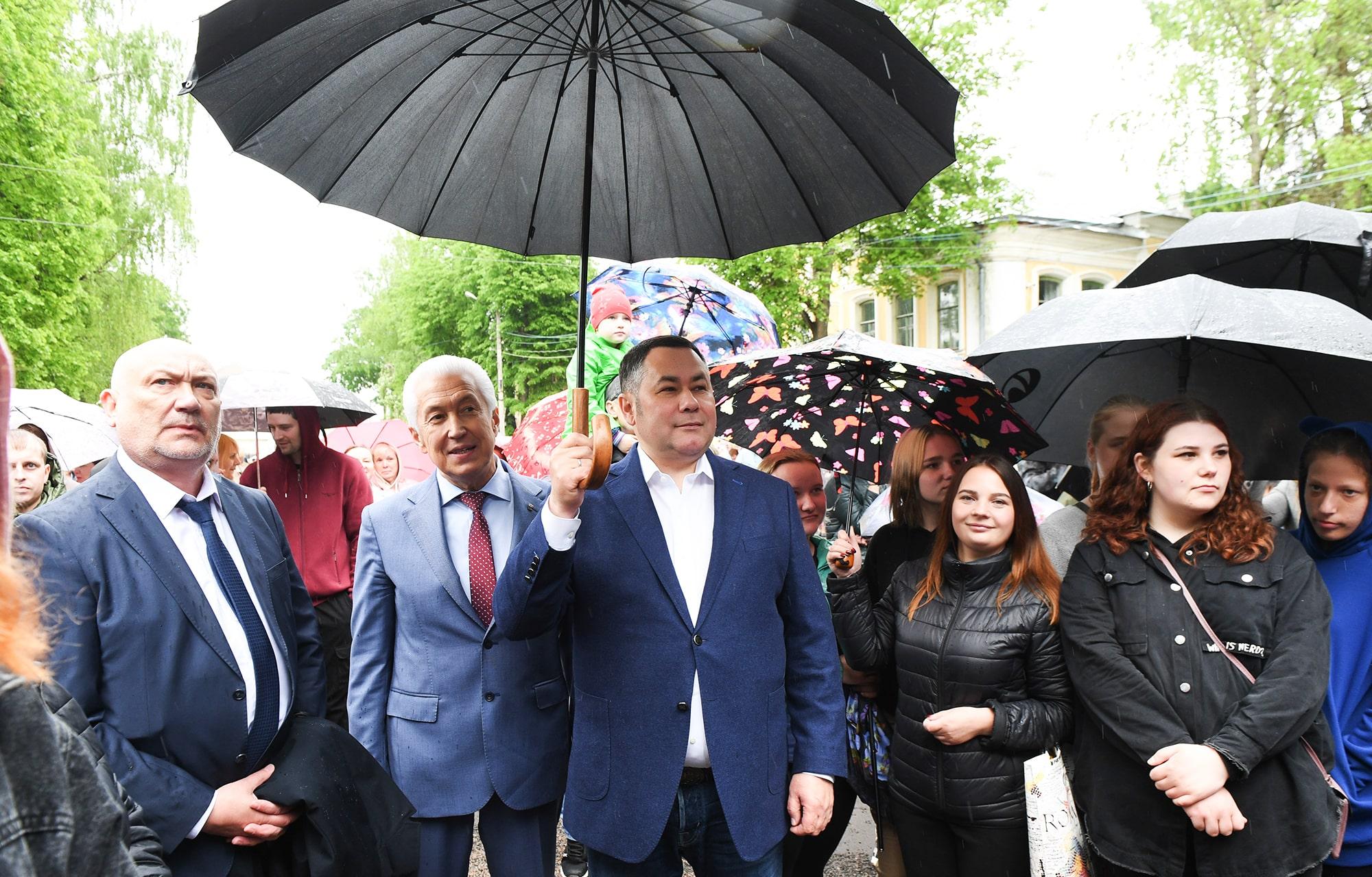 Жители Осташкова Тверской области празднуют 650-летие города