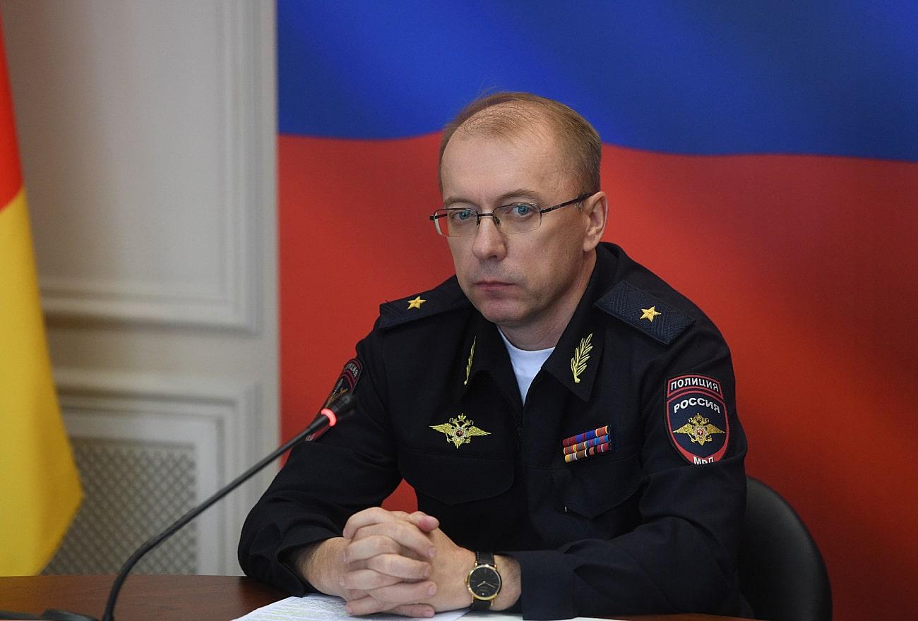 Игорь Руденя вручил награды сотрудникам подразделений по делам несовершеннолетних