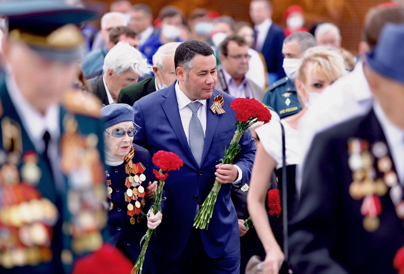 Губернатор Игорь Руденя поздравил жителей области с Днём Победы