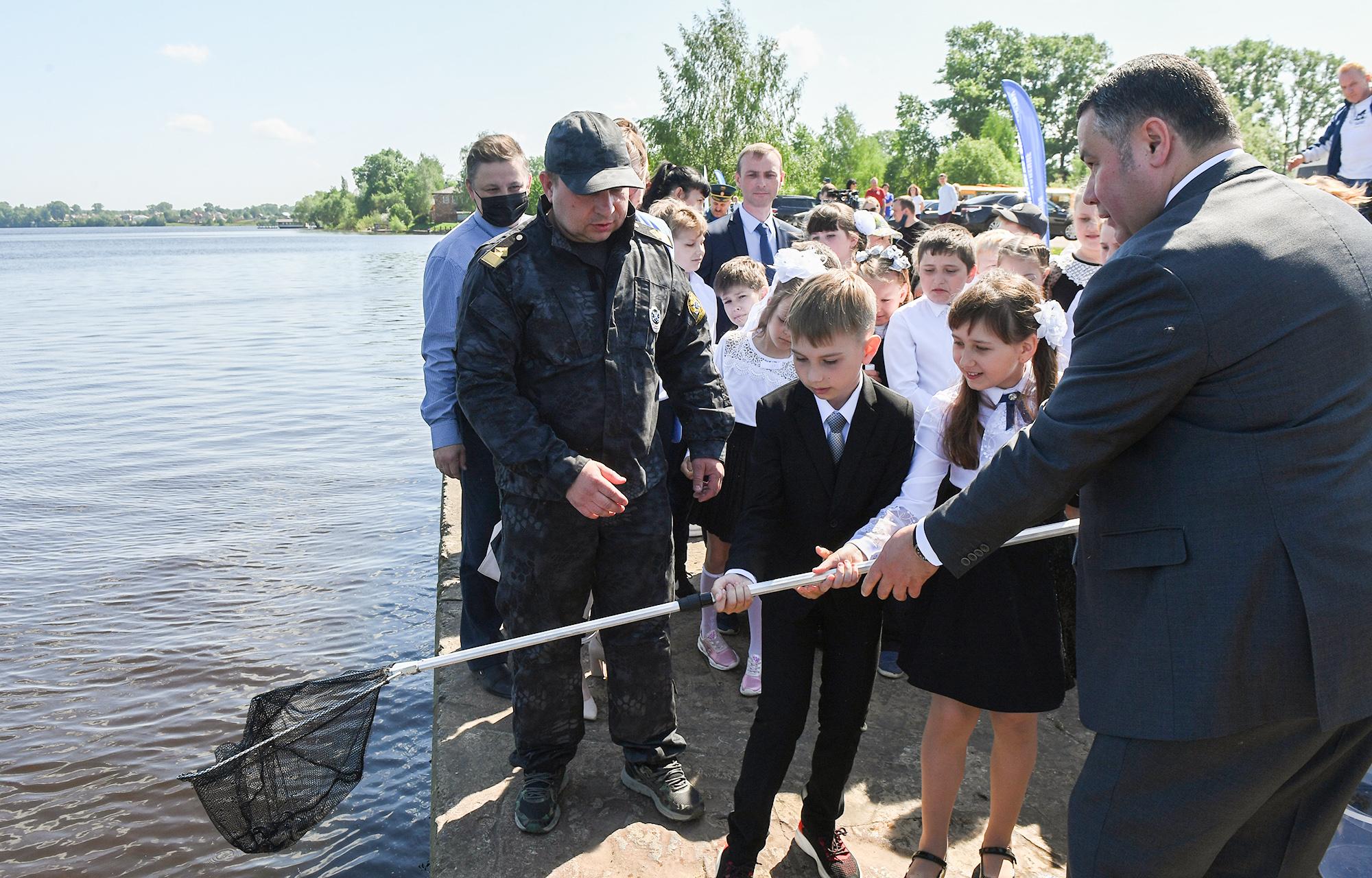 С детьми будет расти и рыба: губернатор рассказал о мальках в Волге