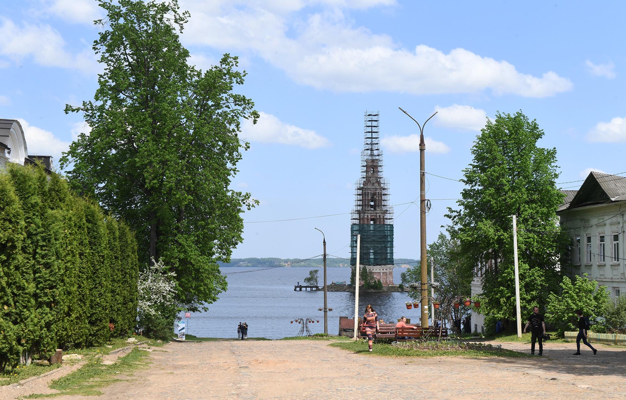 Старинные часы опять пойдут: в Тверской области реставрируют знаменитую колокольню