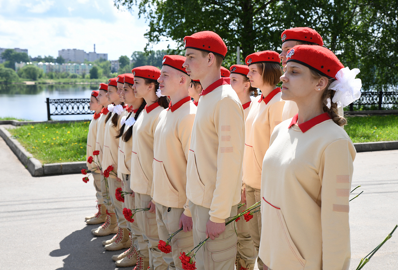Игорь Руденя в Кимрах возложил цветы к Обелиску Победы