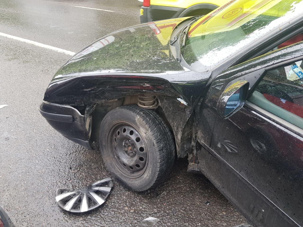 Две иномарки столкнулись в Твери, травмы получила трёхмесячная девочка