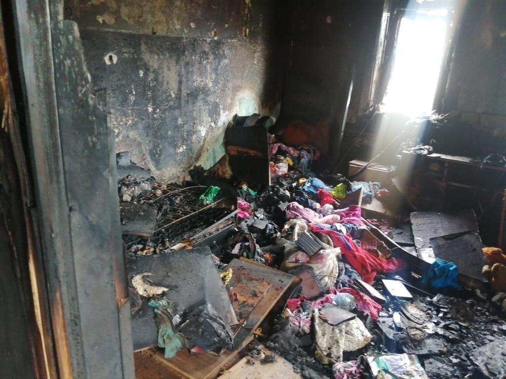 Появились фотографии с места пожара в Тверской области, после которого скончалась девочка