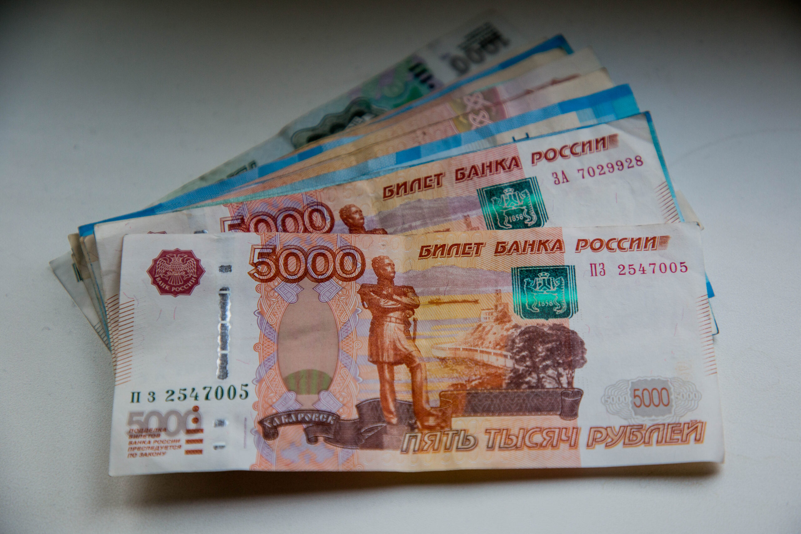 Жительница Твери пополнила карман телефонного мошенника на 275 тысяч рублей