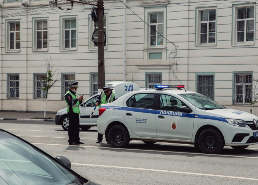 В Твери полиция ищет дебоширов, которые устроили драку в автобусе №56