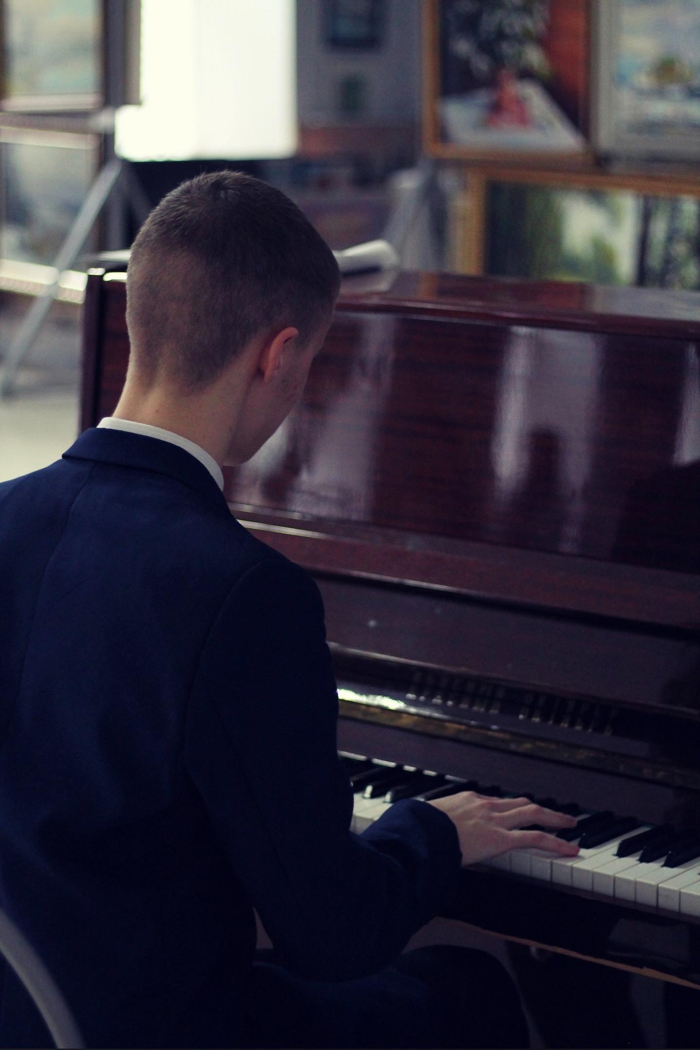 Юный музыкант из Тверской области записал пиратское видео