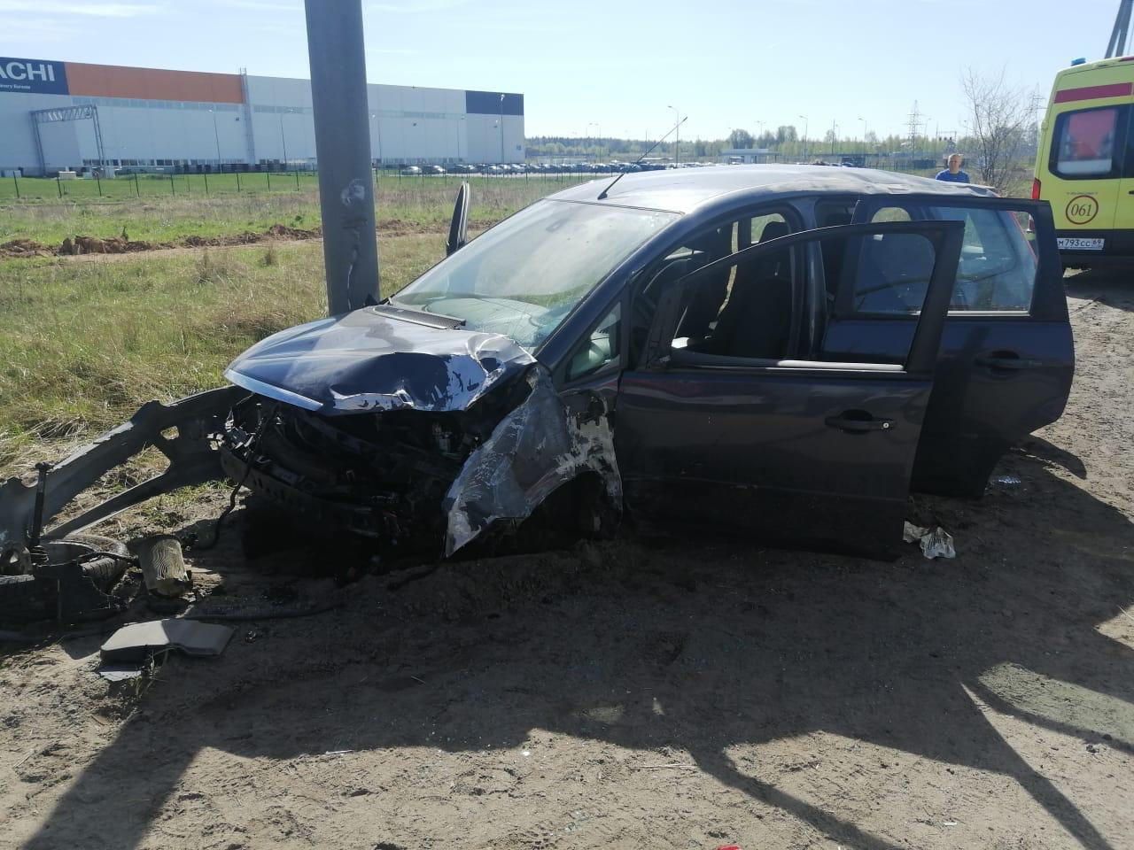 В ДТП под Тверью пострадали водитель и 84-летняя женщина