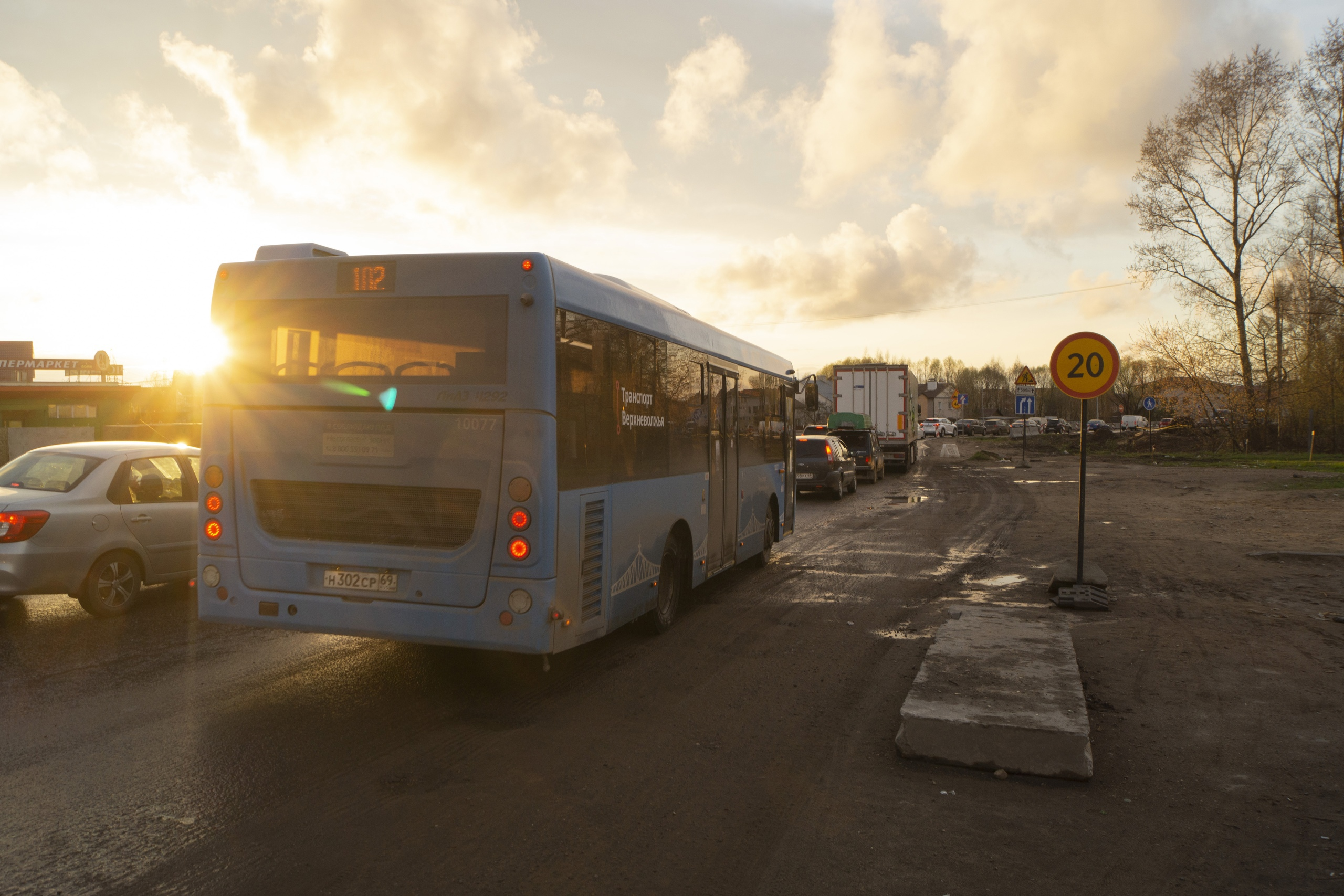 Транспорт на Бежецком шоссе в Твери пустят по двум полосам сразу