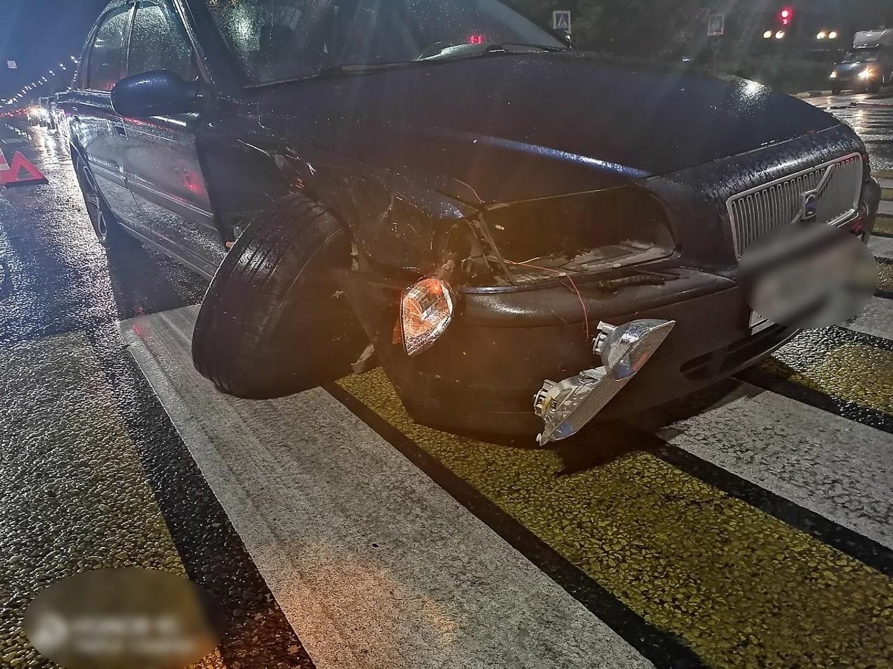 Появились фотографии с места столкновения ВАЗа и Volvo в Твери
