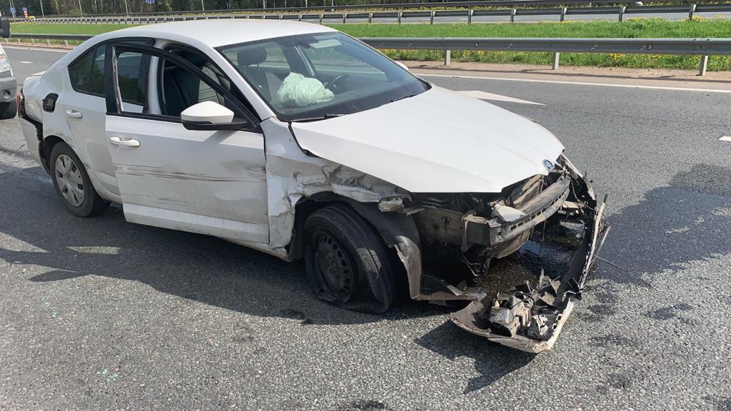 78-летний непристёгнутый водитель влетел в ограждение в Тверской области