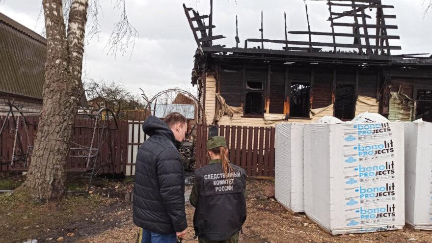 В Тверской области при пожаре в частном доме погибли три человека