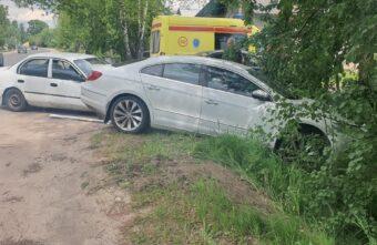 Пожилая женщина пострадала в столкновении двух иномарок в Твери