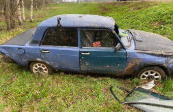 Автомобиль «Ваз» не доехал несколько метров до посёлка в Тверской области