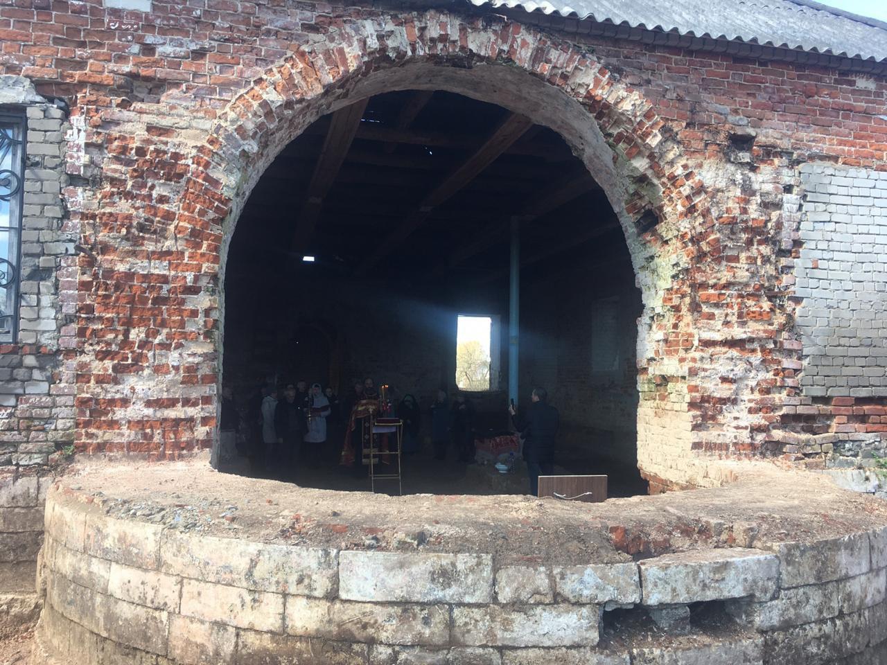 Под Тверью начали восстанавливать церковь у могилы героя войны с Наполеоном