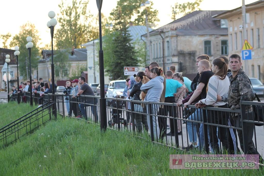 В Тверской области автомобилисты устроили флешмоб в память о погибшем товарище