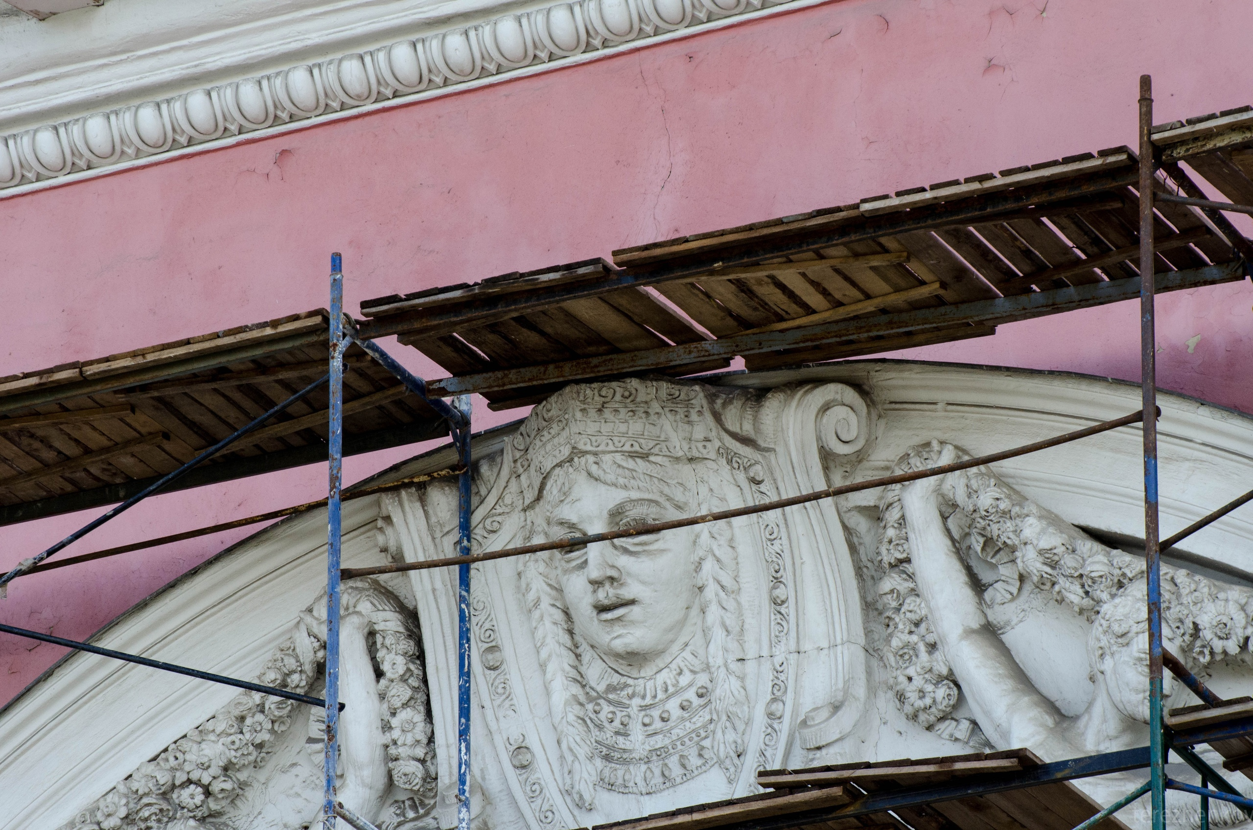 Жители Твери обеспокоены сохранностью фасада театра драмы