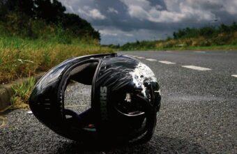 В аварии в Тверской области сильно пострадал сбитый мотоциклист