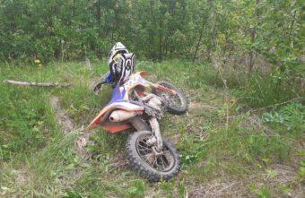13-летний мальчик перевернулся вместе с мотоциклом в Тверской области