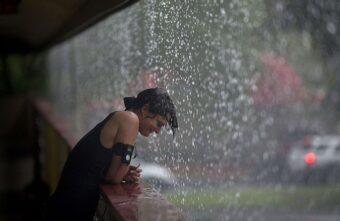 Жару в Тверской области сменят грозовые дожди, град и ветер