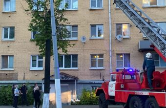 94-летняя бабушка выпала в Твери из окна и разбилась